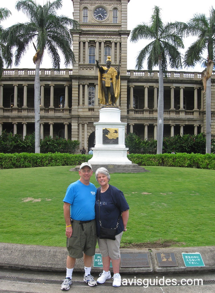 Ren and Helen at King Kamehaha statue, Honolulu