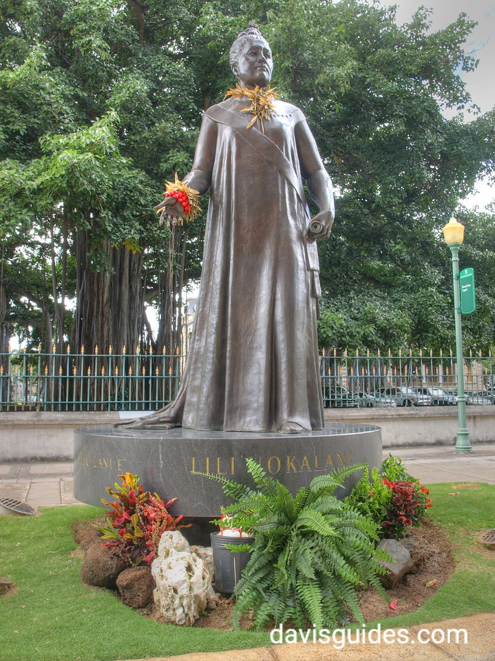 Queen Liliuoakani Statue at State Capitol, Honolulu