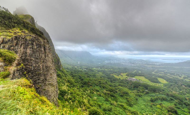 Dramatic landscape of Nuuanu Pali, Oahu, Hawaii