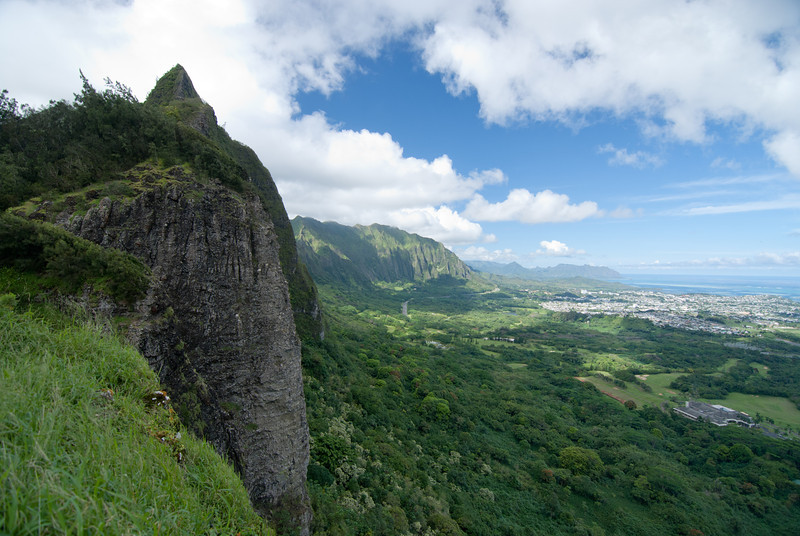 """<span id=""""title"""">Pali Lookout</span> <em>Kaneohe, Oahu</em> A single frame from the Pali Lookout. During the battle, many Oahu soldiers were outgunned and pushed off the cliff by Kamehameha's Hawaiian army."""