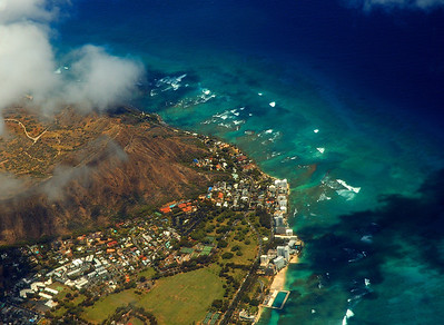 Diamond Head, (from a jet) Natatorium, Kapiolani Park, Waikikiaerial photo, southern O'ahu