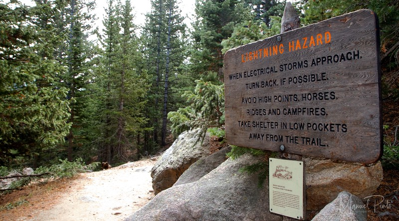 Trail on the way up the Chasm Lake - Lighting warning
