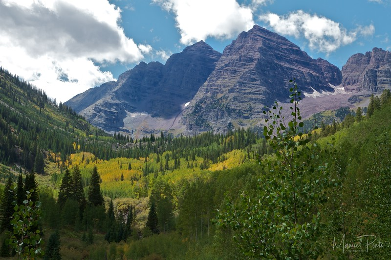 The Maroon Bells seen from the trailhead