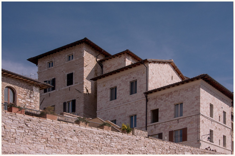 Residential facilities along the Via Fontenella.