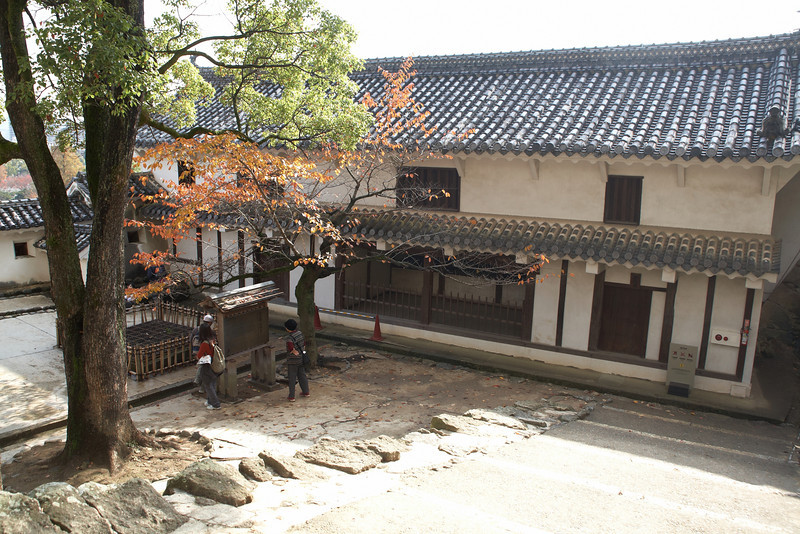 In this courtyard, samurai would commit seppuku. There is a well near the tree that may have been used to clean up the blood from ritual suicides.