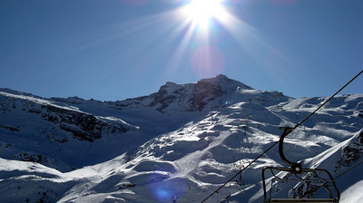 View of the northern summit of Gefrorene Wand from the Tuxerjoch chairlift at Sonnenbergalm.