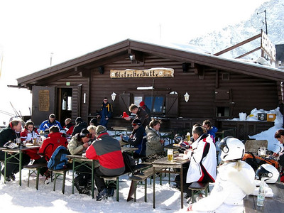 Lunchtime at Gletscherhütte