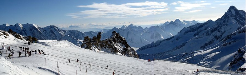 Panoramic view from the northern summit of Gefrorene Wand south into Italy. Italian Alps are in the foreground (Hochfeiler/Gran Pilastro, 3510 m and Großer Möseler/Grande Mèsule, 3486 m), with The Dolomites in the far back (Gruppo del Sella and Sasso Lungo/Langkofel)