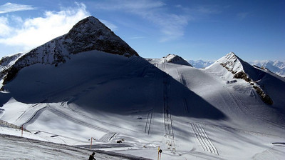 The Olperer summit and the Olperer 1 and 2 T-bar lifts below