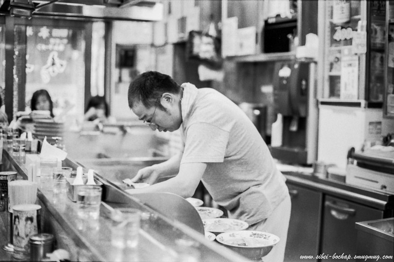 Fujifilm neopan pro 400 - ramen shop at Sapporo's redlight district (Susukino).