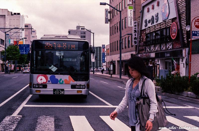 Porta 400 - crossing the bus