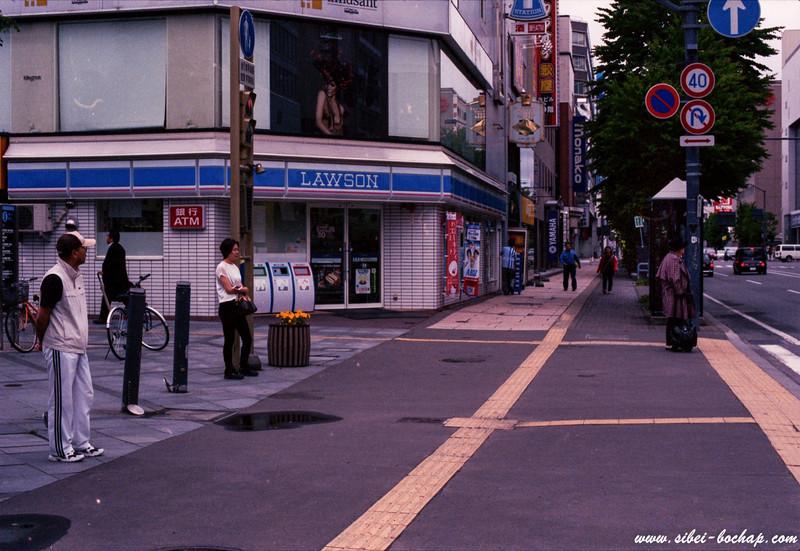 Porta 400 - how japanese wait at traffic lights