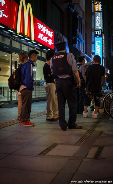 Asahikawa Kaimono Koen - late night scuffle, police called (machiam jap anime liddat, with all the screaming)