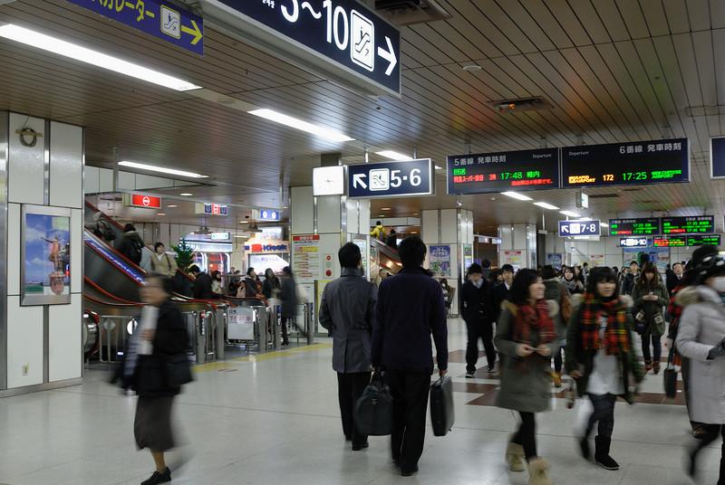 到達JR札幌站,已經係下午5點15分!人頭湧湧~