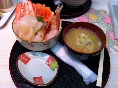 開車到小樽,三角市場。魚生飯,都唔記得係早餐定午餐呢?