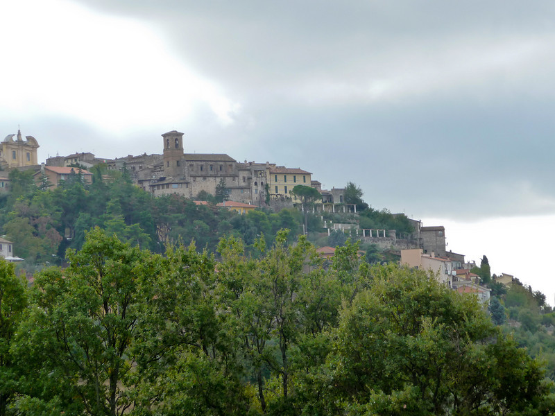 View of Calvi dell'Umbria from the approach road.