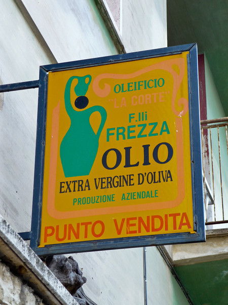 This place was never opened and many failed attempts were made to purchase olive oil.
