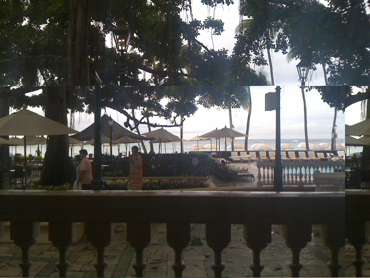 What the heck happened to this one?? Well, it's supposed to be the view from the Moana Surfrider.