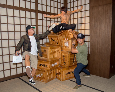 IMG_2777 - HK- Gilbert & Jun with Bruce Lee