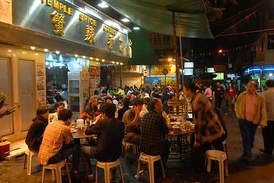 A popular sidewalk seafood cafe in Kowloon.