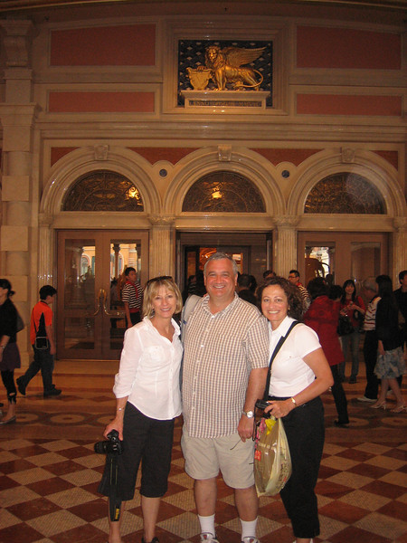 Jane, Mikey & Liz entering the Venetian