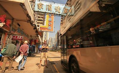 Uit de reeks: 'Spiegelbeeld.' Nathan Road, Kowloon, Hongkong.
