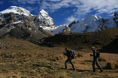 Hiking up to Punta Cuyoc, the highest pass of the trek