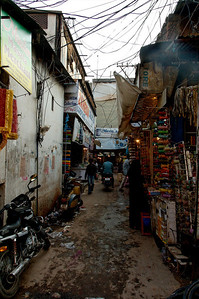 Hyderabad's shopping district was more chaotic than Bangalore's.  Look at the wiring overhead, all strung by hand and probably illegal.