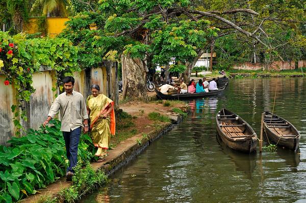 _DSC4282_people_canoe_canal