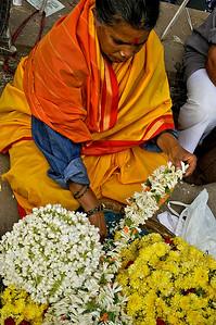 _DSC5449_woman_flowers