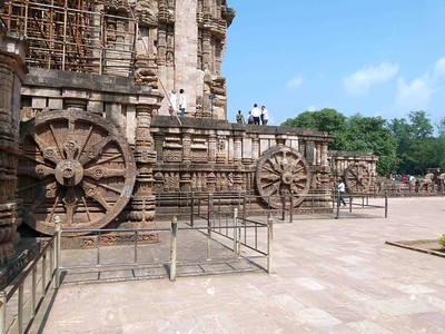 This oustanding archaelogical site, the Heritage Sun Temple, is located in Konark.  A UNESCO World Heritage site, it attracts considerable attention of travelers from everywhere.