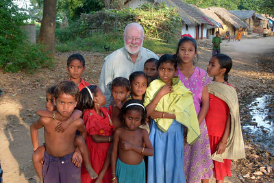 In every one of the villages we visited the numerous children were alsways very polite and the adults very friendly.  Many groups of people appeared on the scene to look at us as we looked at them.