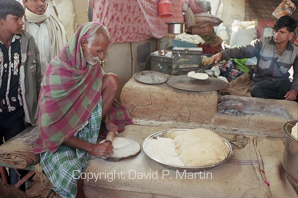 Making bread at the Nagaur livestock fair.