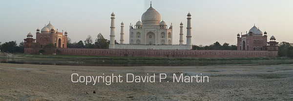 Panorama of the Taj Mahal at dusk.