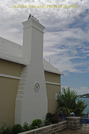 This was a typical Bermuda Building that we saw.  That is Concrete or Stucco walls and the Roof is Concrete as well. The roofs are built to withstand Storms as well as collect fresh water.  Buildings are all pastel collors and 98% of them have a white roof.