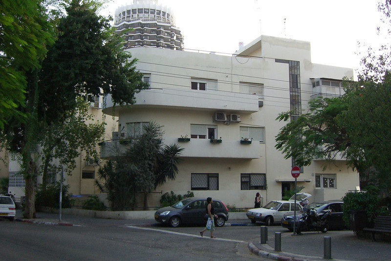 26-SW corner of Shlomo HaMelech at Tel Hai: a building meant to look like a ship, with so-called Mendelsohn balconies (after Eric Mendelsohn, 1887-1953. Mendelsohn lived in the US 1941-1953; taught at UC Berkeley; and designed several US synagogues and Maimonides [later Mount Zion] Hospital in SF, 1950.)
