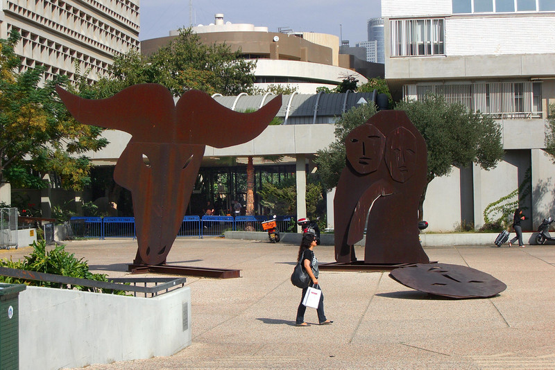 52-Turning left into the art museum forecourt