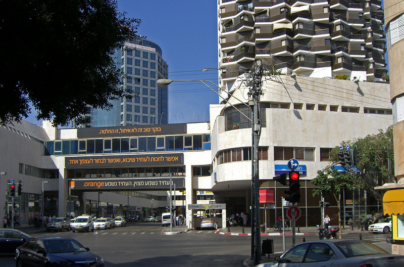 44-Dizengoff Center from King George, looking west. First shopping mall in Tel Aviv; opened 1983. Major suicide bombing here on Purim, 1996. 13 killed, including 5 teenagers.