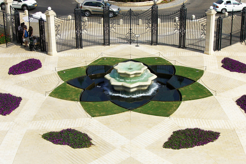 28-Baha'i Gardens lower fountain