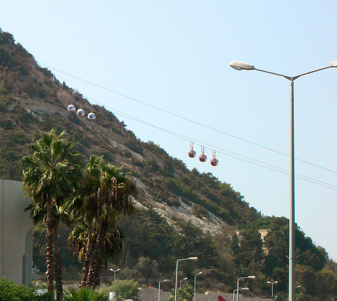 3-Cable cars from Retsif Pinhas Margolin (to the right off the picture) to Derekh Stella Maris and the Carmelite Monastery (to the upper left off the picture).