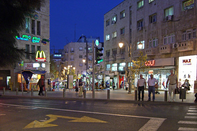 7-Top (west end) of Ben Yehuda Mall at King George