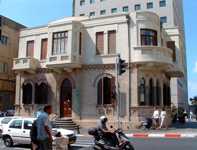 (2004) Daniel Ziv, Chana's father, grew up in this house and attended high school across the street (out of view on the right) where the Shalom Tower now stands. House dates from 1910; second story added about 1920.