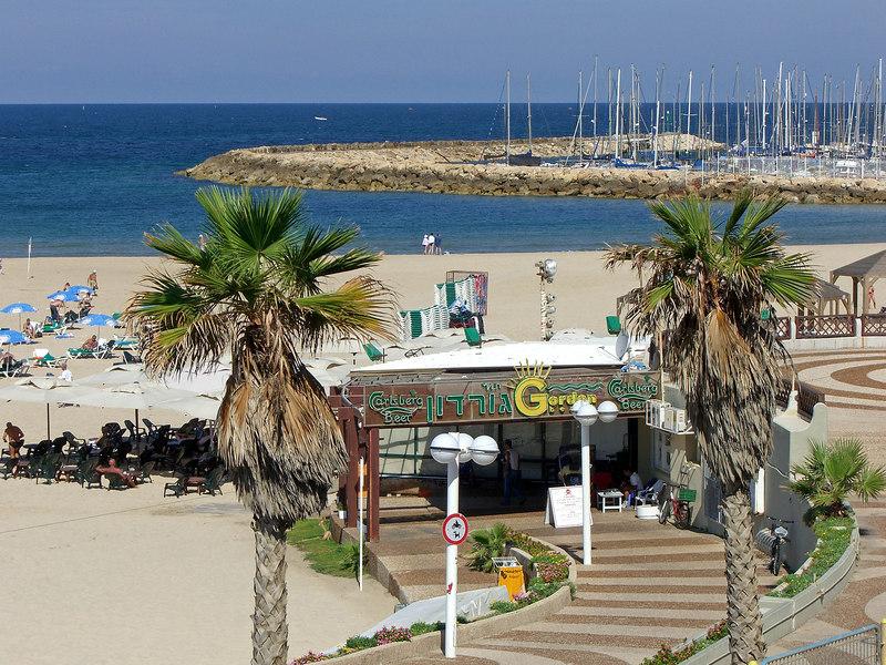 Gordon Restaurant at a TA beach and marina; I didn't try it.