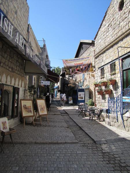 36-Artists' studios, banner greeting Birthright Israel travelers