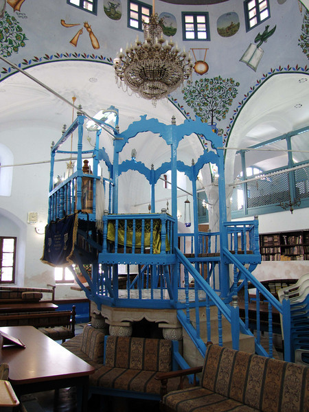 29-Abohav Synagogue. The bima is in the center and the benches for the congregation are arranged around it.