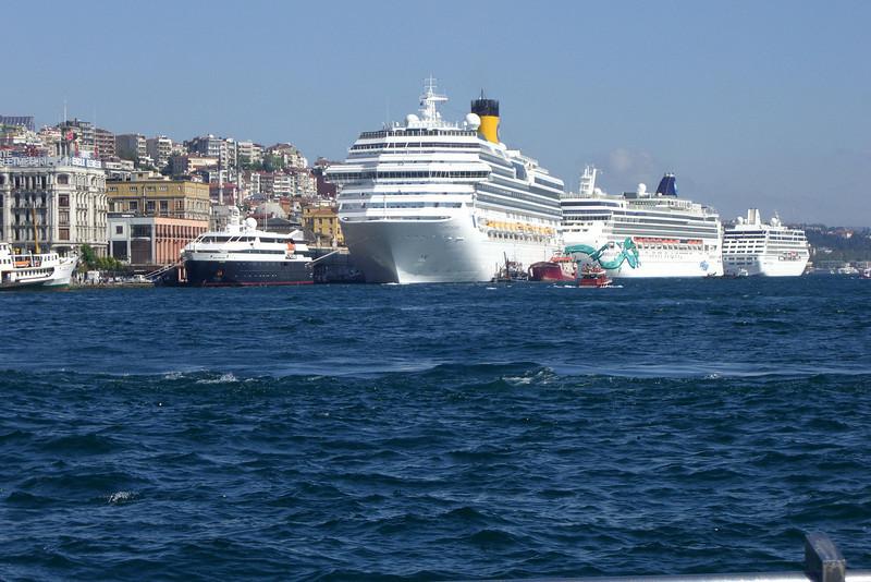 35-Cruise ships docked at Tophane