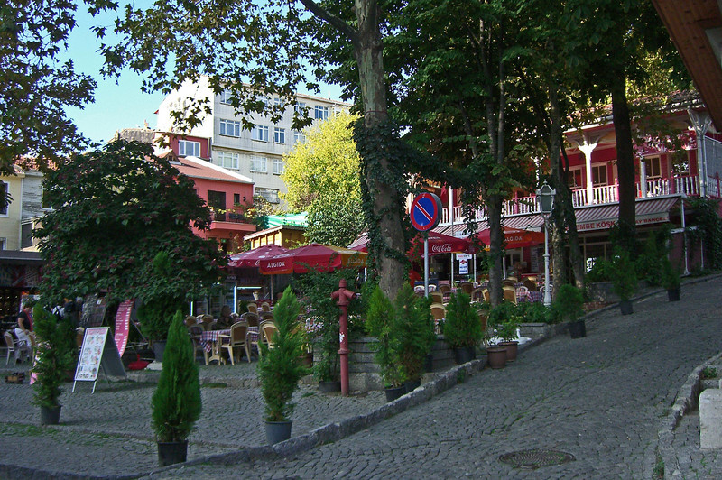 8-Commercial area in front of the Kariye Museum in the western district of the city.