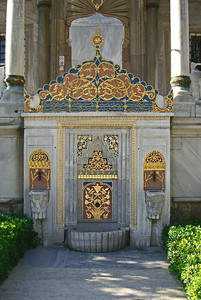7-Topkapi Palace, Library of Ahmet III, 1719. This ornamental fountain is set into the wall below the main entrance. The entry door is at the top, between the columns, above and behind this fountain. Stairs ascend from each side.