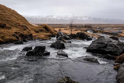 The lower falls flows over basalt rock.