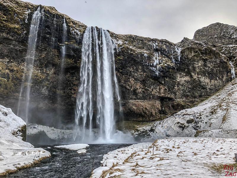 Seljalandsfoss-Wasserfall mit dem Schnee 5